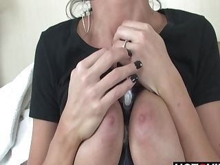 Big Boobed Dark Haired Uses Magic Wand For Orgasm