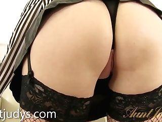Sexy Matures Maid Lucinda Masturbates