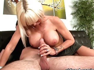 My Gf's Mom Deep-throats - Seemomsuck
