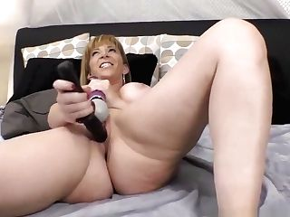 Sara Jay&#039_s Squirting Puss Ready For Some Spear!