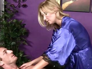 Well Graced Platinum-blonde Sweetie Performs Amazing Blowage In Rubdown Salon